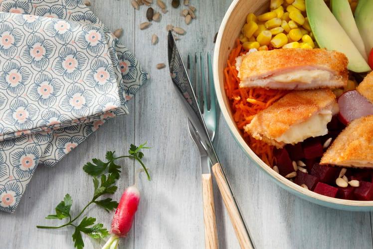 Poke bowl aux crudités et Cordon Bleu au comté et bacon