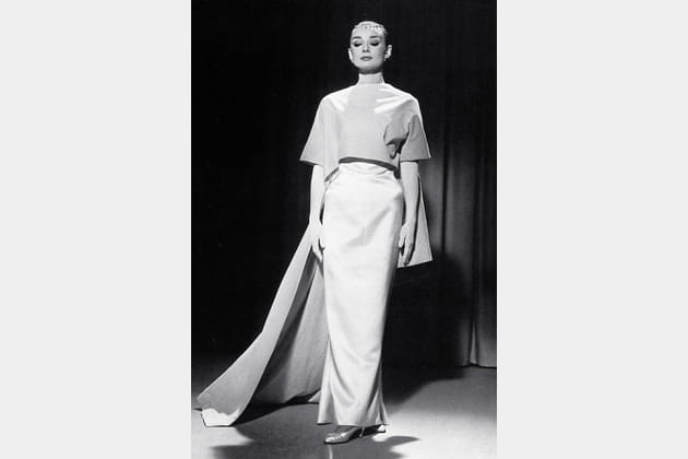 Audrey Hepburn en robe longue