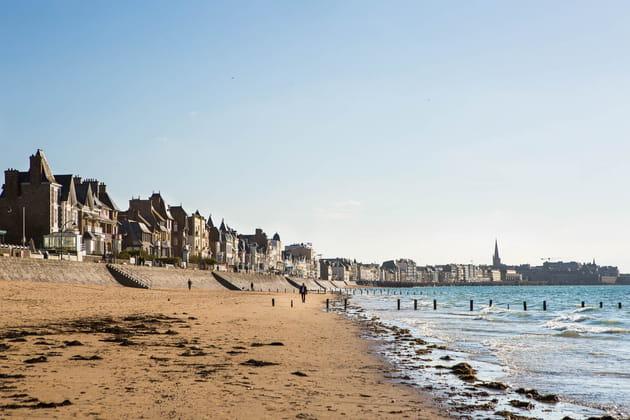 gagner la ville fortifi u00e9e par la plage du sillons  u00e0 l