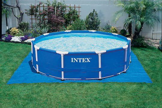 piscine tubulaire un peu en pente
