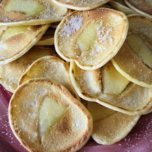 petites crêpes aux pommes