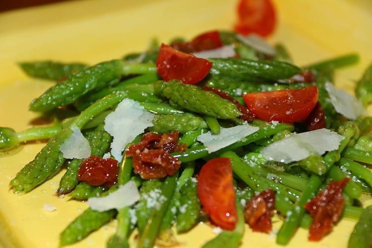 Salade d'asperges ornithogales aux tomates séchées