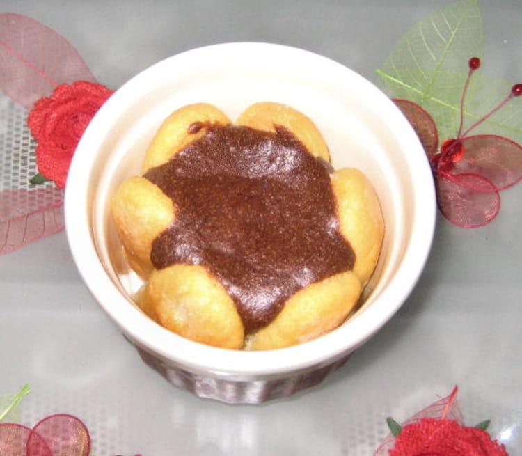 Recette de mini charlottes au chocolat la recette facile - Recette charlotte chocolat facile ...