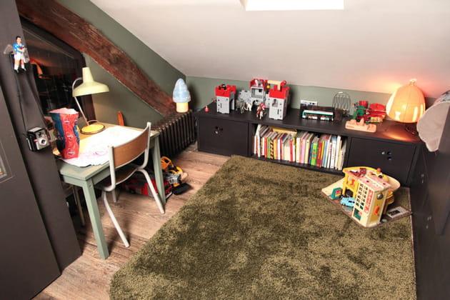 Espace jeu dans une chambre d'enfant