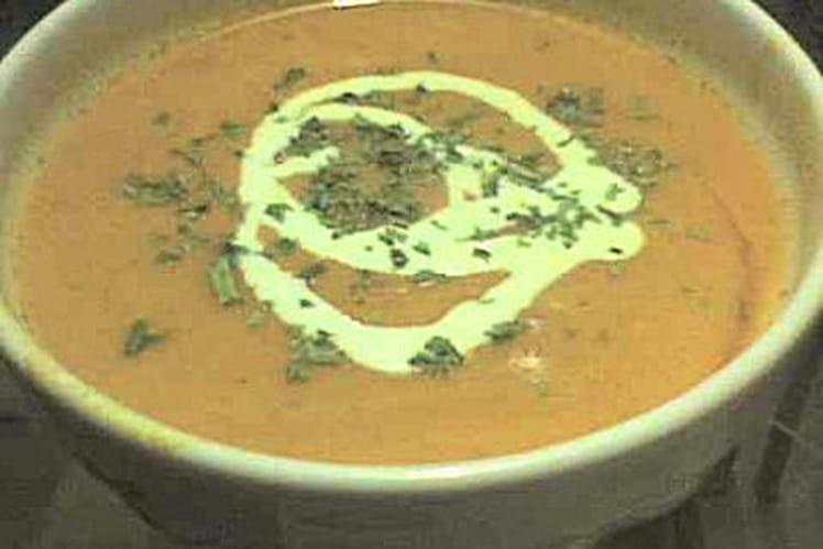 Soupe à la tomate, oignon et pommes de terre