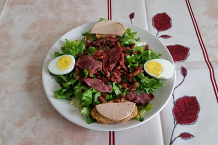 Salade de magret de canard fumé, gésiers, foie gras