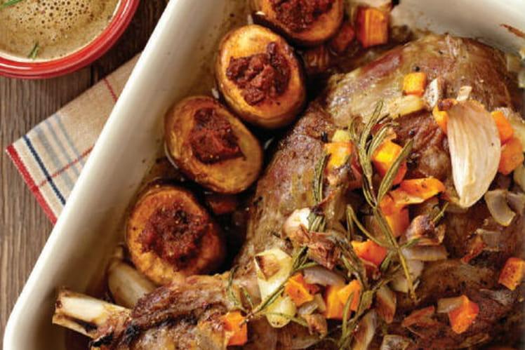 Épaule d'agneau rôtie et ses pommes de terre