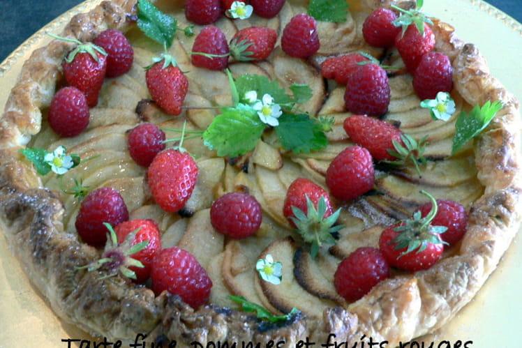 Tarte fine, pommes et fruits rouges