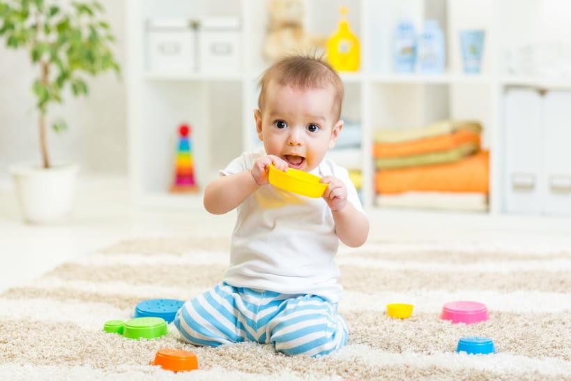 65idées de jouets originaux pour les bébés