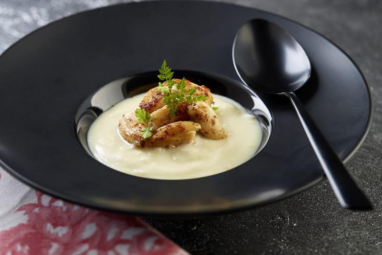 Blanquette de cuisses de grenouilles à la poudre d'orange et sabayon de pommes de terre