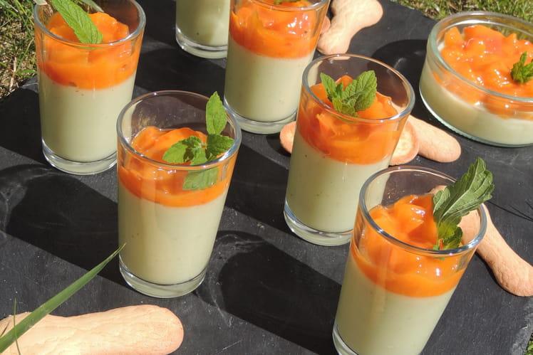 Panna cotta pistache et compotée d'abricots