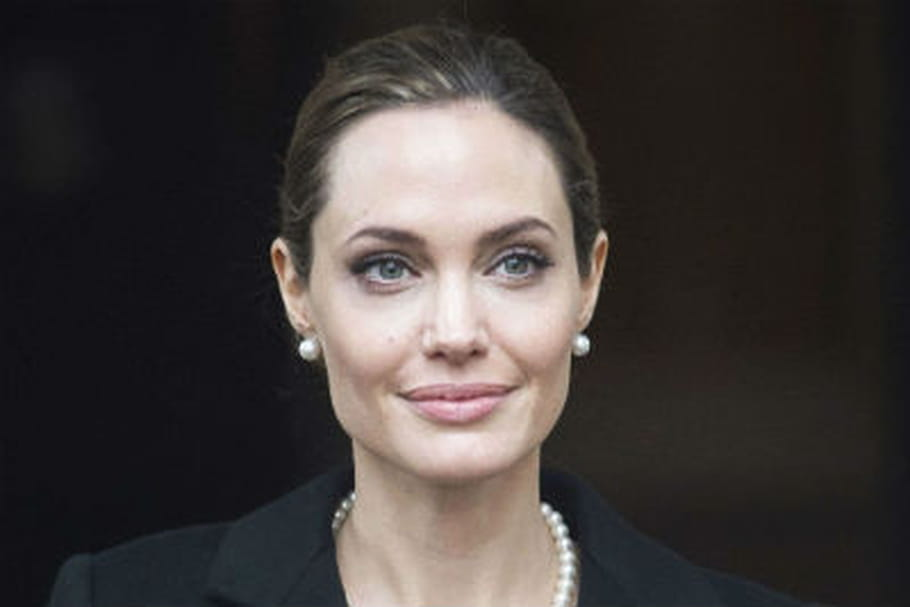 angelina jolie a subi une ablation des seins. Black Bedroom Furniture Sets. Home Design Ideas