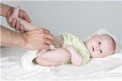 vomissements et diarrhées sont les symptômes les plus courants chez les bébés.
