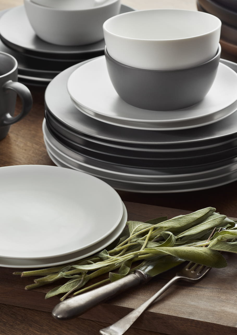 Assiettes et bols en gr s d 39 h m home - H et m home collection ...