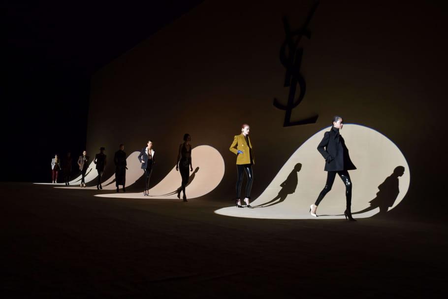 Fashion week de Paris: pleins feux sur le défilé Saint Laurent