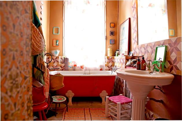 Salle de bains haute en couleur