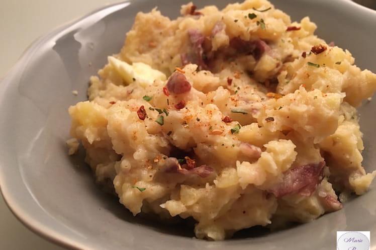 Ecrasée de pommes de terre à l'ail et aux épices