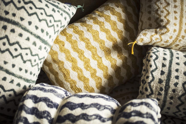 Comment Nettoyer Des Coussins De Caravane block print : zoom sur la tendance des textiles imprimés au bloc