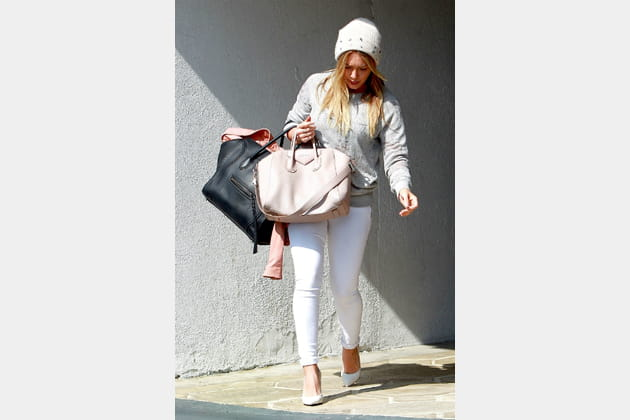 "Hilary Duff et son ""Antigona"" de Givenchy et son ""Luggage"" de Céline"