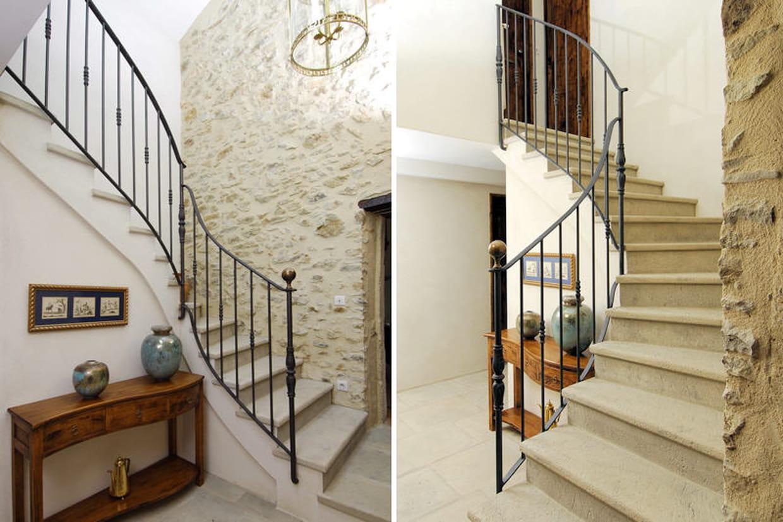 l 39 escalier en pierre pi ce ma tresse de l 39 entr e. Black Bedroom Furniture Sets. Home Design Ideas