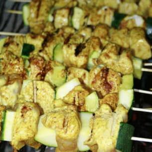 brochettes courgette et dinde marinée au curry