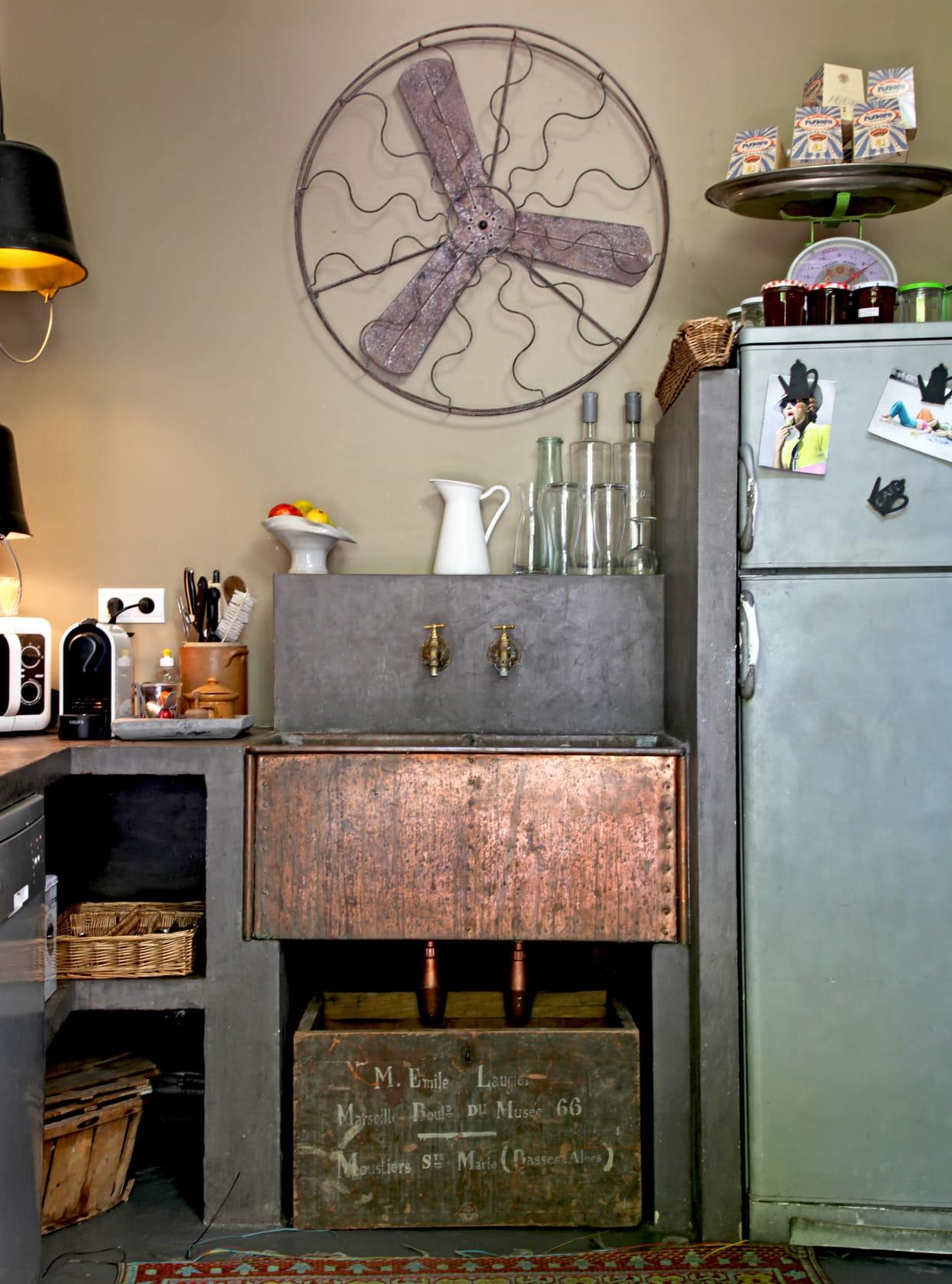 un vier en cuivre. Black Bedroom Furniture Sets. Home Design Ideas