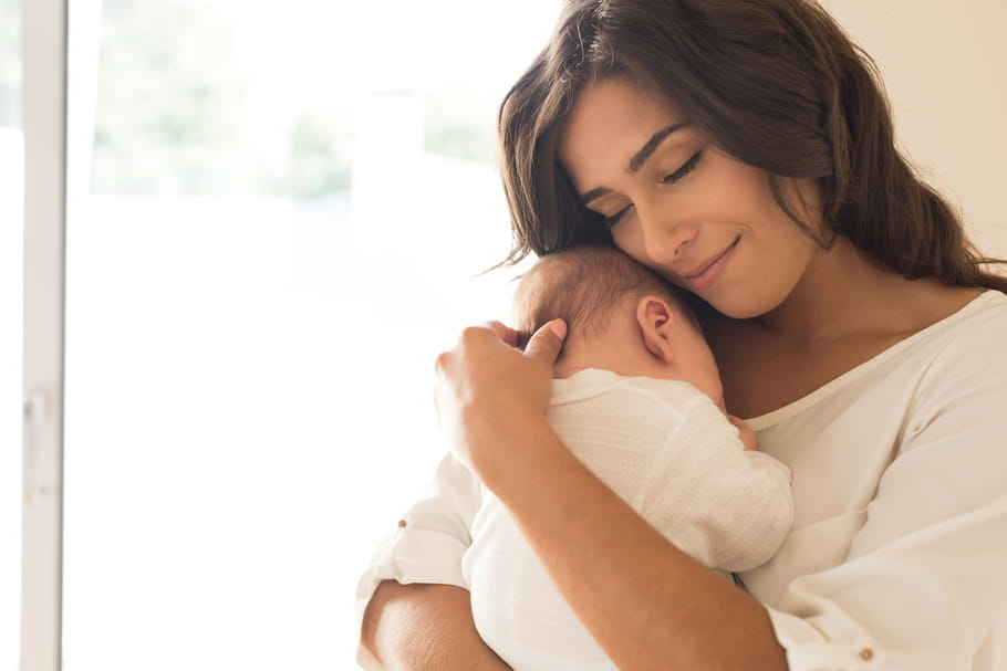 Fontanelles de bébé: à quel âge le crâne prend-il sa forme?