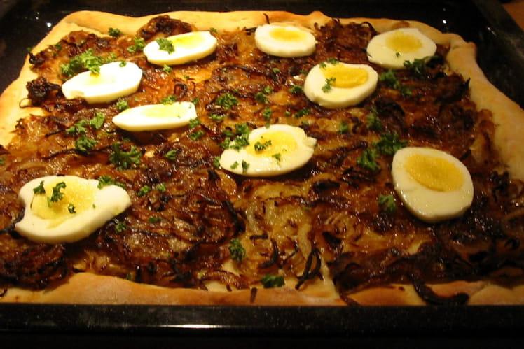 Pizza aux oignons et aux oeufs