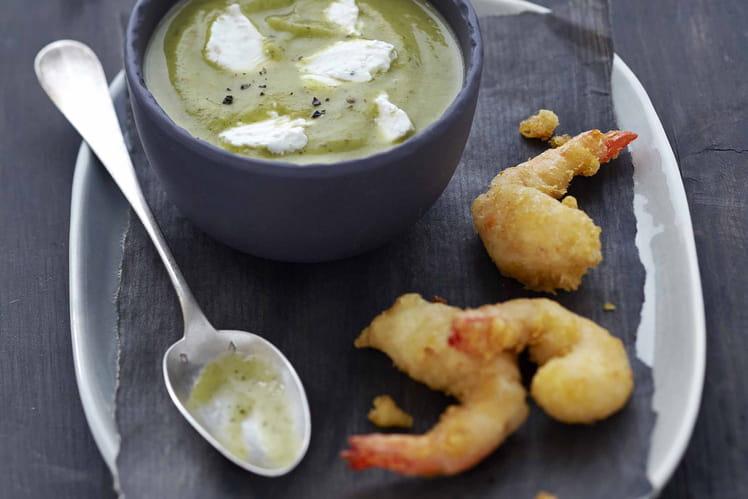 Velouté froid de courgette au Carré Frais olives-touche de citron, tempura de gambas