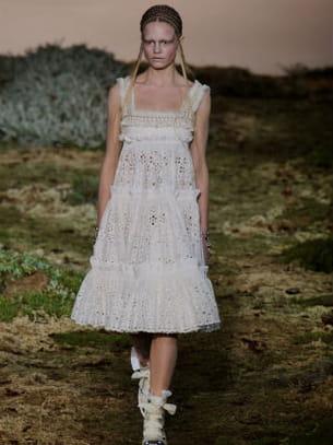 Une robe champ tre alexander mcqueen for Alexander mcqueen robe de mariage