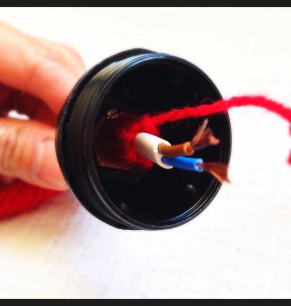 Etape 7: connecter le câble à la douille