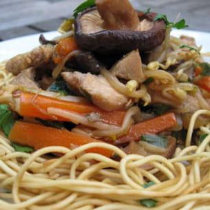poêlée chinoise au poulet, légumes et soja