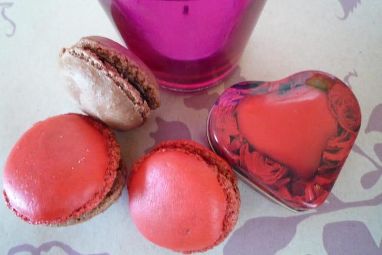 Macarons framboise/rose et macarons chocolat