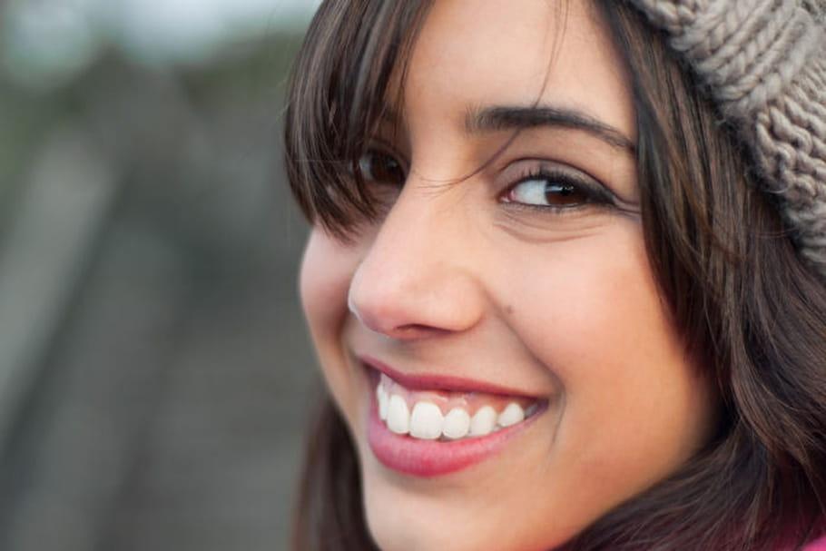 Faux appareils dentaires : la nouvelle tendance dangereuse des ados