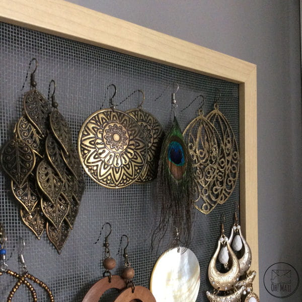 diy un pr sentoir boucles d 39 oreilles en grillage. Black Bedroom Furniture Sets. Home Design Ideas