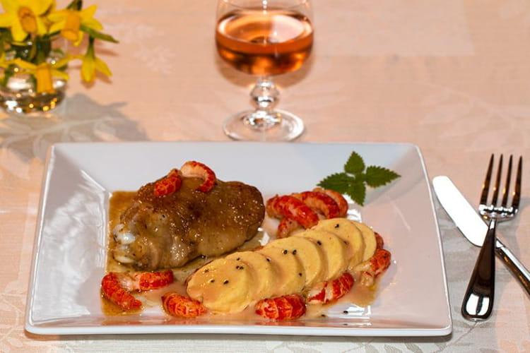 Poulet de Bresse aux écrevisses, quenelle de brochet sauce Nantua