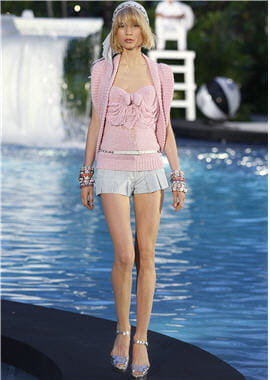 ensemble top en maille et short en denim de chanel