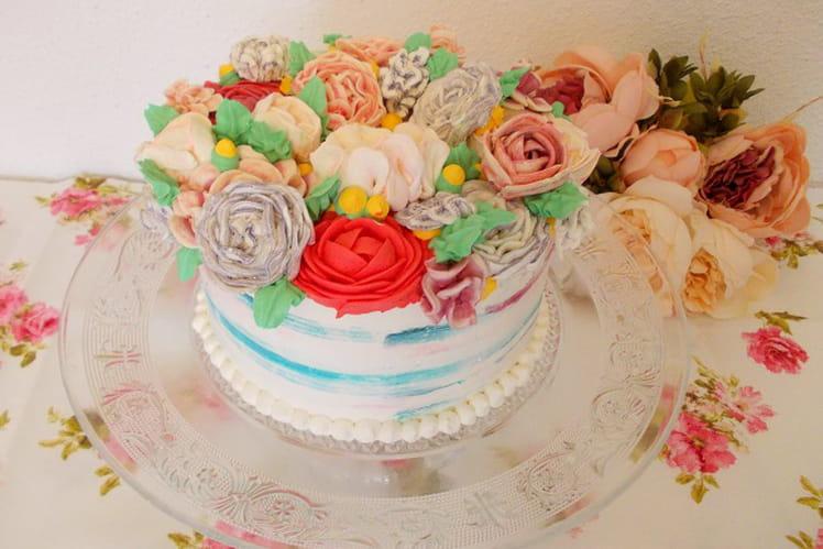 Layer cake fleuri fraise framboise thé aux fruits des bois