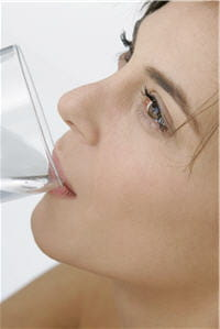 dilué dans l'eau, le bicarbonate de sodium neutralise les acides.