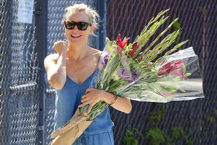 Le look people du jour : Naomi Watts, casual