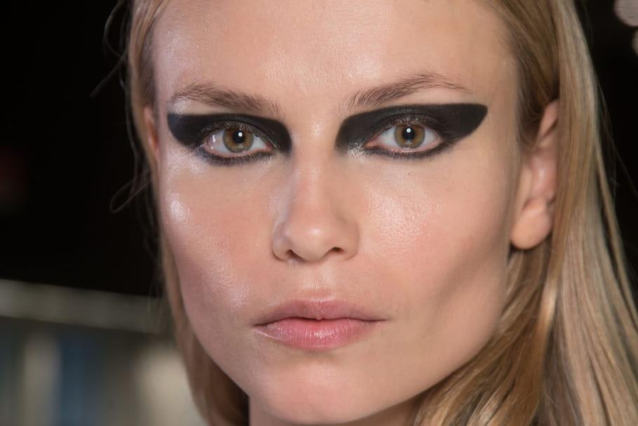 Le regard star du défilé Versace