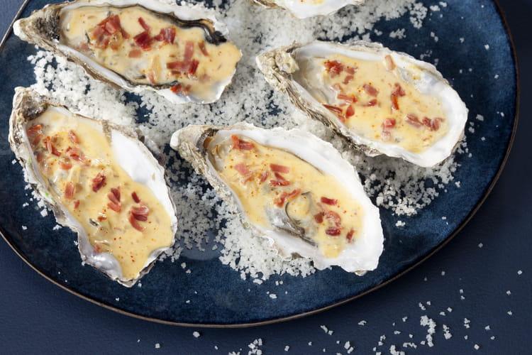 Huîtres chaudes au jambon de Bayonne, crème mousseuse au piment d'Espelette