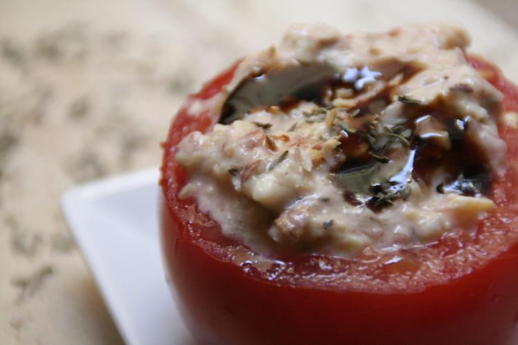 Tomate farcie au cabecou, coeur d'artichaut et noisette