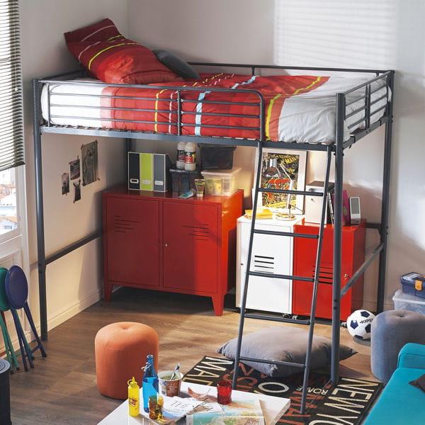 un lit en mezzanine au style industriel. Black Bedroom Furniture Sets. Home Design Ideas
