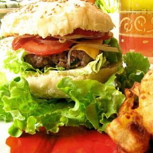 hamburgers au boeuf et frites maison