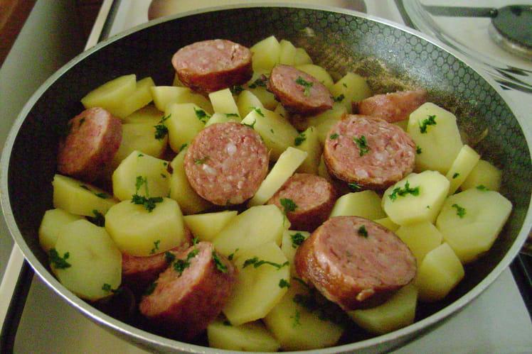 Recette de pommes de terre la saucisse de morteau la - Cuisiner saucisse de morteau ...