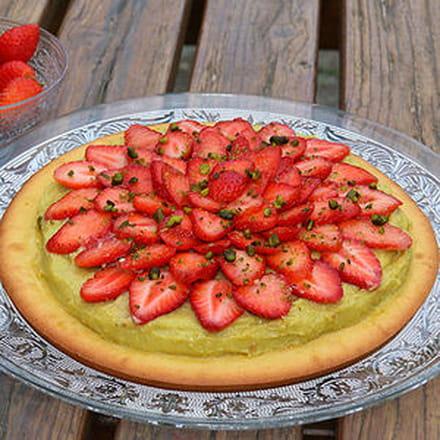 tarte façon financier aux fraises et crème de pistache