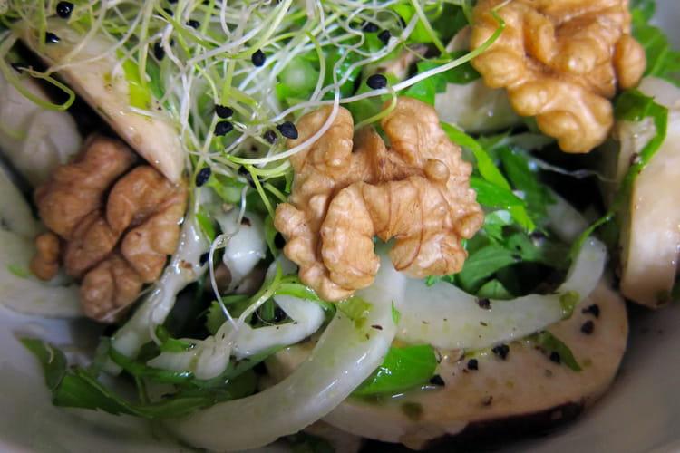 Salade hivernale avec une sauce au jus de pomme