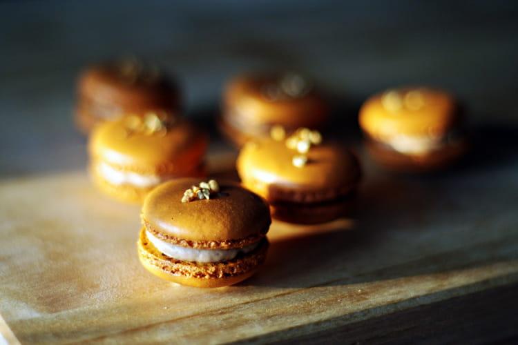 Macarons chocolat praliné et pépites de nougatine