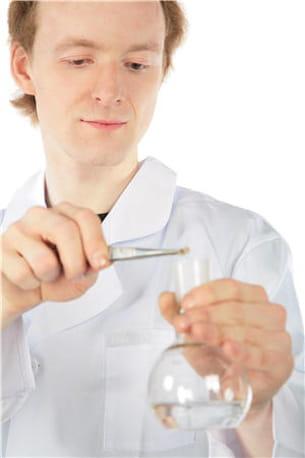 de nombreux toxiques peuvent être retrouvés dans les cheveux.
